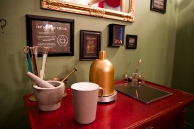 Robert Boyle experiments desk
