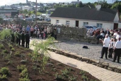Official opening of the Ballyhanna garden in July 2007 (Eileen Murphy TII).