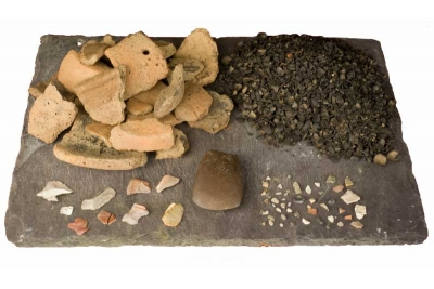 The assemblage from a Beaker pit at Monadreela 13, Co. Tipperary (photographed by Stellar Photography on behalf of South Tipperary County Council, reproduced courtesy of Richard O'Brien and TII)